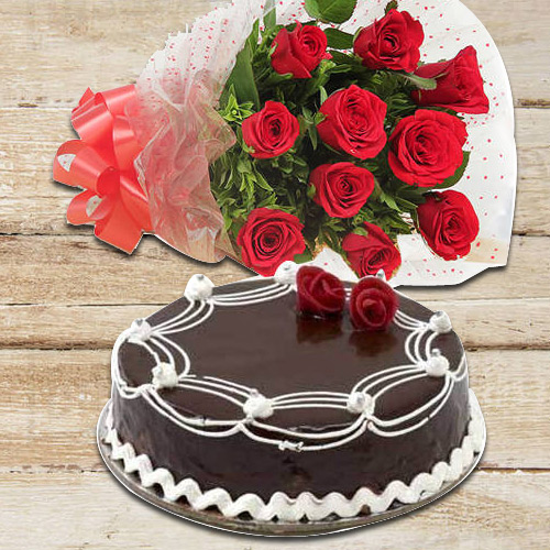 Buy Combo of Red Roses Bunch N Chocolate Cake Online