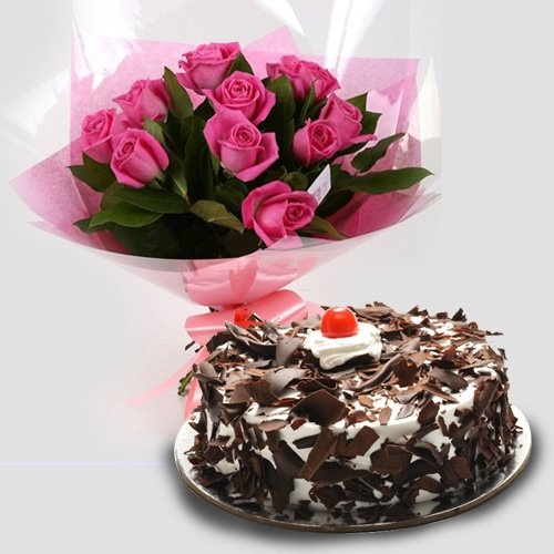 Pink Roses Bouquet with Cake for the Best Mother in the World. (Vase not included)