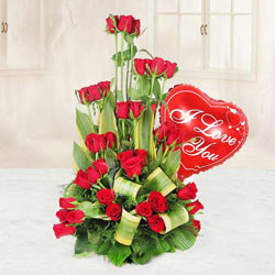 Fantastic Bouquet of 3 Dozen Roses in Red and a Heart-shaped Red Balloon