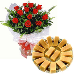 Exquisite 12 Dutch Red Roses with 1 Kg Eggless Cake
