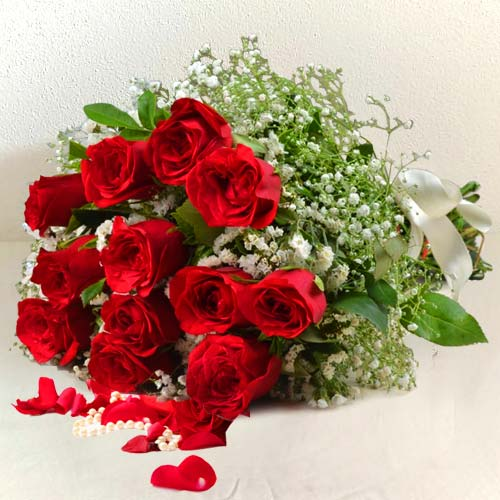 Luminous Bouquet of 12 Red Roses for Sweet Surprise