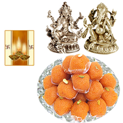 Laxmi Ganesh Idol with Boondi Laddoo