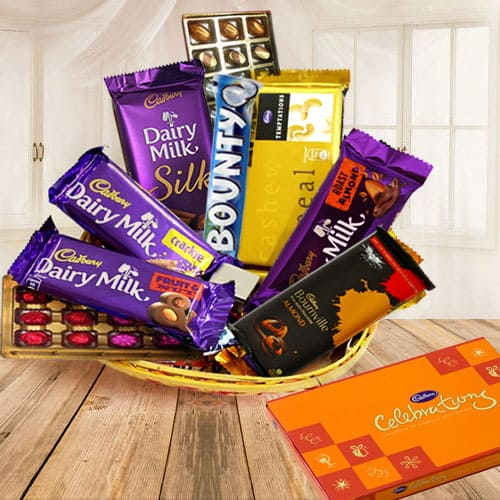 Online Gift Basket Of Birthday Gifts N Chocolate Cake